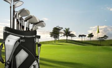 Golfequipment auf dem Grün